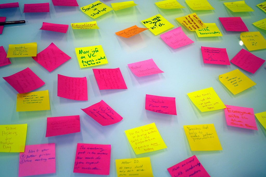 Startup brainstorming post its